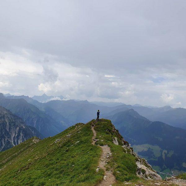 Kleinwalsertal - wie ich Dich vermisse . . . #kleinwalsertal #oberstdorf #walserhammerspitze #gipfel ...
