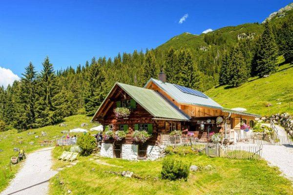 Die Fluchtalpe - defintiv ein Herzensprojekt!  #fluchtalpe #wildental #kleinwalsertal #alpe #berghütte #zimmereiberktold ...