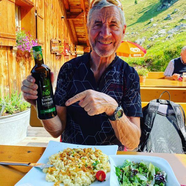 Kässpätzle #alpelaguz #schwagerhans #kürbiskernölausdersteiermark #leckeressen #einkehrschwung #nettebedienung #tollelage #biketouring #alpelaguz🐄🌻 #pitstop #cheesedumplings #bergwelt ...