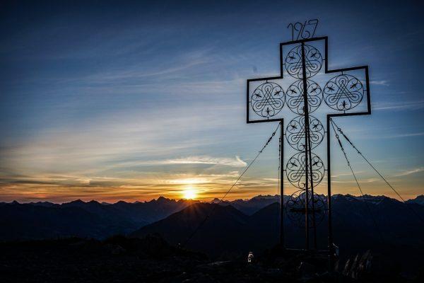 Ich kam. Ich sah. Den Sonnenaufgang am Horizont.⠀⠀⠀⠀⠀⠀⠀⠀⠀ .⠀⠀⠀⠀⠀⠀⠀⠀⠀ .⠀⠀⠀⠀⠀⠀⠀⠀⠀ .⠀⠀⠀⠀⠀⠀⠀⠀⠀ .⠀⠀⠀⠀⠀⠀⠀⠀⠀ .⠀⠀⠀⠀⠀⠀⠀⠀⠀ .⠀⠀⠀⠀⠀⠀⠀⠀⠀ #sonnenaufgang #mondspitze #brandnertal...
