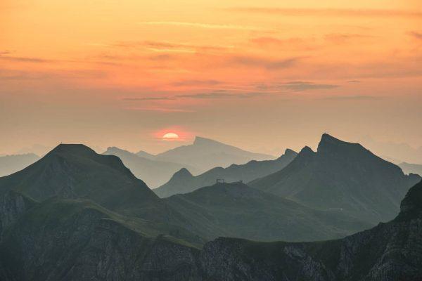 Sonnenaufgang in den Damülser Bergen 🌄 📸 @michaelmeusburger #sonnenaufgang #sunrise #landschaft #landscape #berge ...