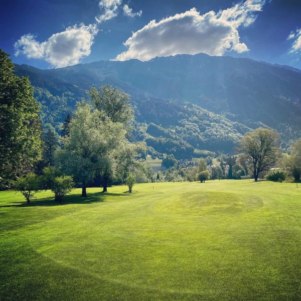 So schön ist der Herbst bei uns im Golfclub Montafon! 🍂 #golfclubmontafon #meinmontafon ...