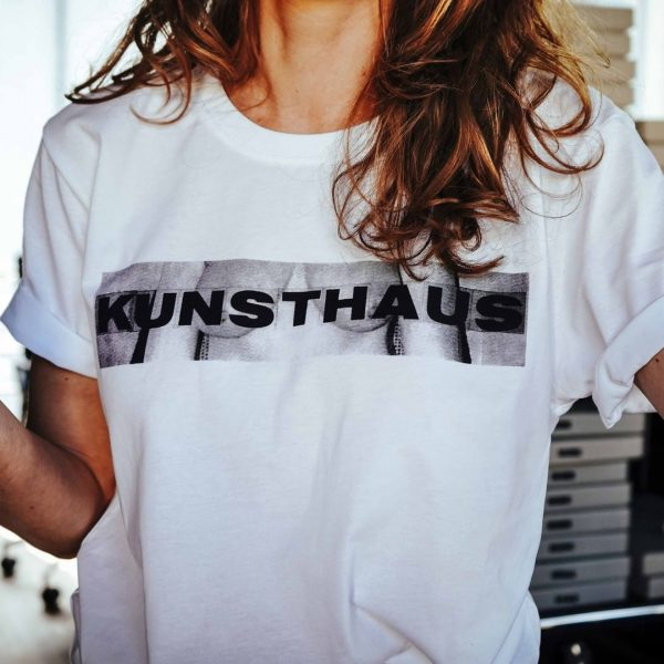 KUB T-Shirt, perfect for sunny days! Available at Kunsthaus Bregenz #kunsthausbregenz #annemariejehle #visitbregenz Kunsthaus Bregenz