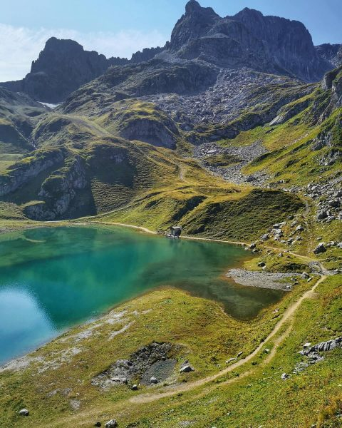 Just a steep 1.5 hour hike away from the village of Zürs you ...