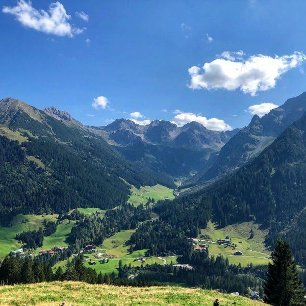 Bergwelt - Wandern - Gehirnyoga ... einfach wandern - schauen - riechen - genießen 😍🥰 #kleinwalsertal #kleinwalsertal❤️...