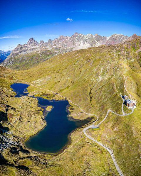 Heilbronner Hütte und der Scheidsee im Grenzgebiet Vorarlberg/Tirol The Heilbronner Hut and the ...