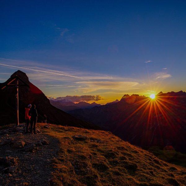Sonnenuntergang über dem Kleinwalsertal:) ... #allgäu #alpen #allgäulove #allgäuliebe #allgäuistheimat #bayern #bavarianalps #germanalps ...