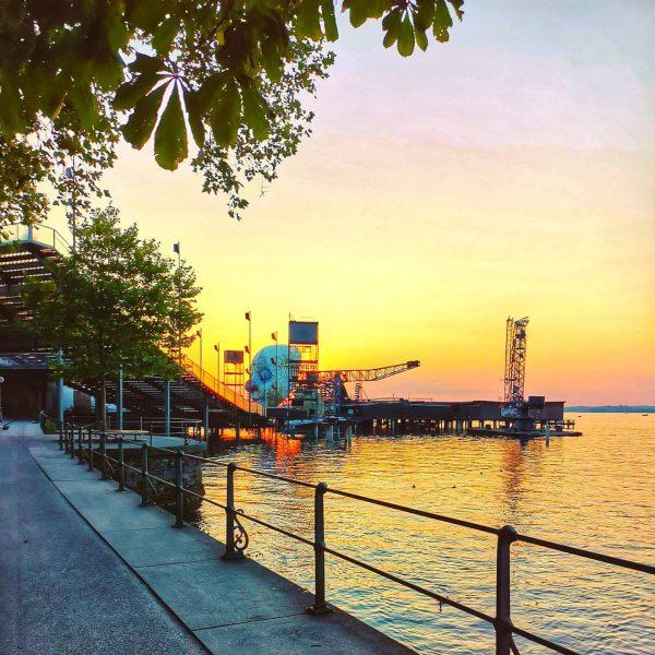 🥰🌅 #bregenz #bodensee #goodvibes #Österreich #austria #lakeconstance #sundown #view #sunsetlovers #holidays #lake #bodenseebilder #lagodiconstanza #lakelife #germany #see...
