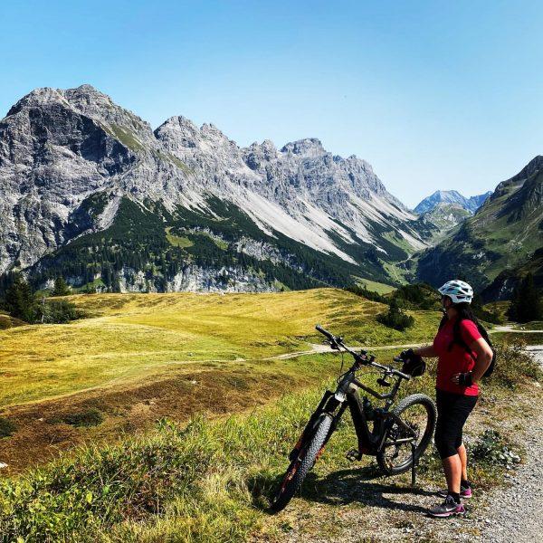 Sprachlos die Aussicht geniessen #grosseswalsertal #alpelaguz #rotewand #bergen #enjoytheview #biketouring #mountains #vorarlberg #biosphärenpark ...
