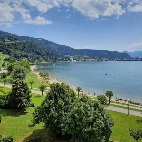 Das ist übrigens der Ausblick aus unserer Kaisersuite Richtung Bregenz und den Pfänder⛰ ...