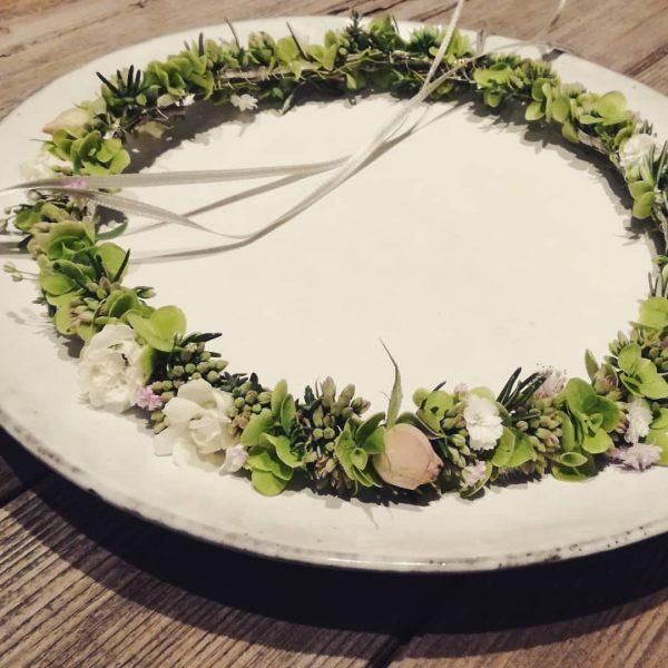 .. johannas kränzle .. #naturhandwerk #erstkommunion #lauterach #flowerkrown #gartenkränzle Lauterach, Austria
