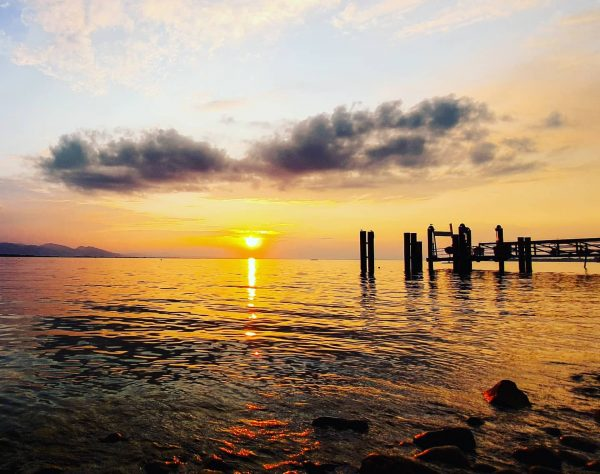 Be a #sea of #magic in a #world full of deadened #eyes #photooftheday #landscape #bodensee #lakeconstance #sundown...