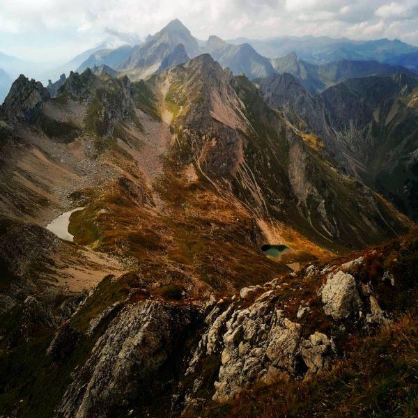 Blick von der Hochkünzelspitze Richtung Zitterklapfen #hochkünzelspitze #BiberacherHütte #wandern #wanderung #erlebnis #vorarlberg #bergliebe #mountainview #hiking #natur #berge...