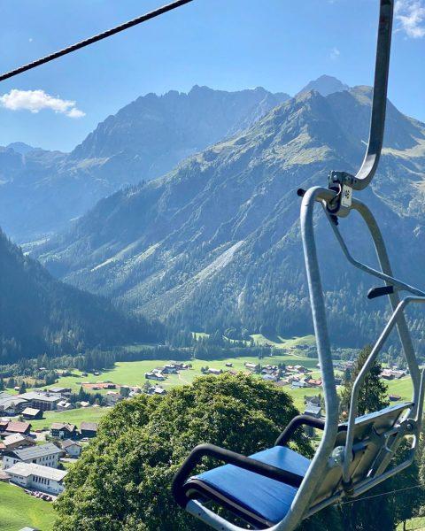 Die letzten Sonnenstrahlen genießen ☀️ ⛰ #Kleinwalsertal #Berge #Sonnaalp #Zafernalift #Spätsommer #Alpenpanorama #Alpenliebe ...