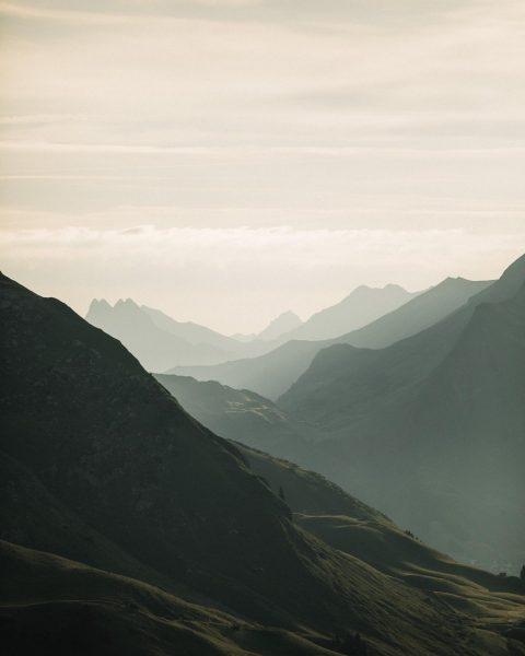 Wenn du das erste Sonnenlicht begrüßt ⛰  #HerbstSonne #GutenMorgen #LechZuers #Lech #Hiking ...