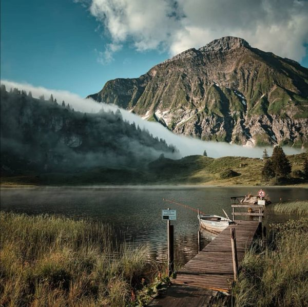 Der idyllische Körbersee, umrahmt von mächtigen Berggipfeln. 📸 @marirophotography #landschaft #landscape #berge #mountains ...