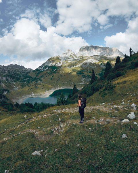 Dieses Bergpanorama 😍 . . . #hiking #wandern #wanderlust #mountaingirls #austria #visitaustria #neverstopexploring ...