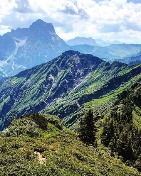 Bei bye Bergsommer 👋🏔🌞. Auf Wiedersehen ihr saftigen grünen Wiesen. Es war ein schöner Sommer. 14 Gipfel...