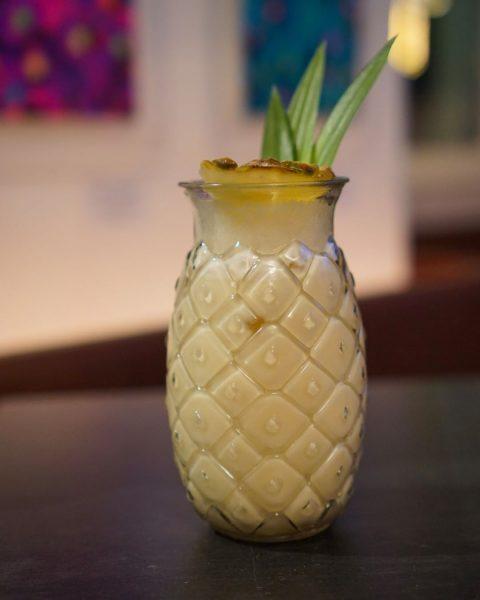 Wer hat LuSt auf Urlaubsgefühle? Dann lass uns eine Palme in den Kommentaren da! 🏝 #urlaubsgefühle #cocktailtime...