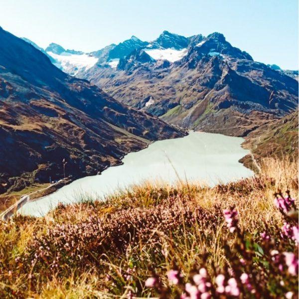 Der goldene Herbst 🍂🍁😍 #bergemitwow Hast Du eine Herbstwanderung geplant? 🤗 __________ #wanderlust ...