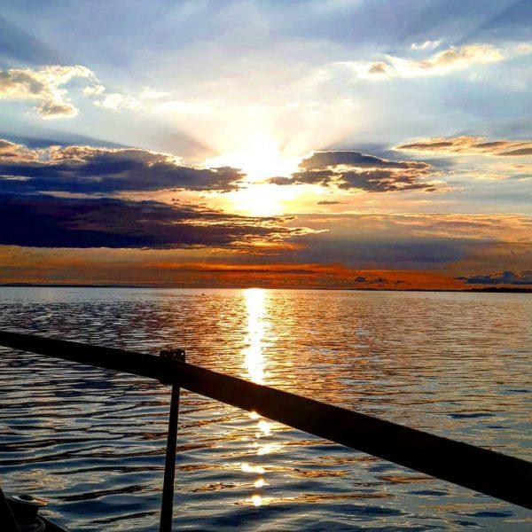#lakeofconstance #lakelife #lakelove #goodlife #sail #sailingboat #sailing #sailinginstagram #sunset #bregenz #ycrelake #bodenseepage
