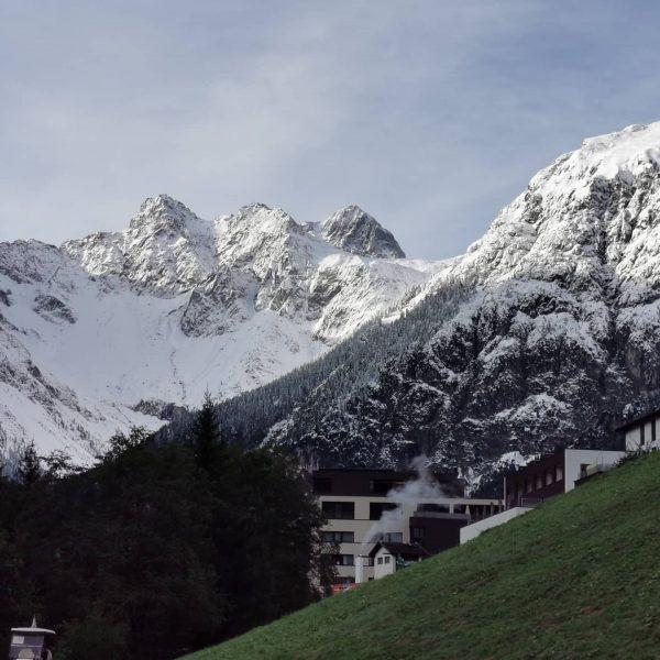 Wahnsinns Kulisse. Frischer morgendlicher Start. Die ☀ Sonne strahlt schon auf die Bergspitzen. ...