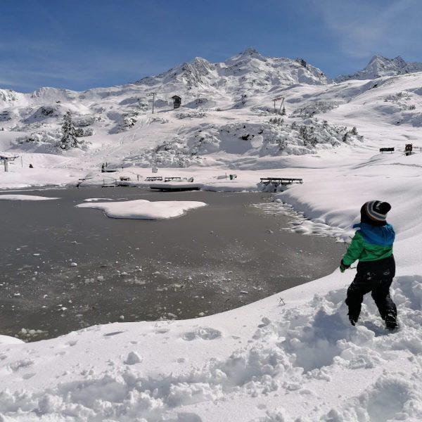 Am Sonnenkopf hatten die Besucher am Wochenende ihr besonderes Vergnügen. Schnee, Schnee, Schnee... ...