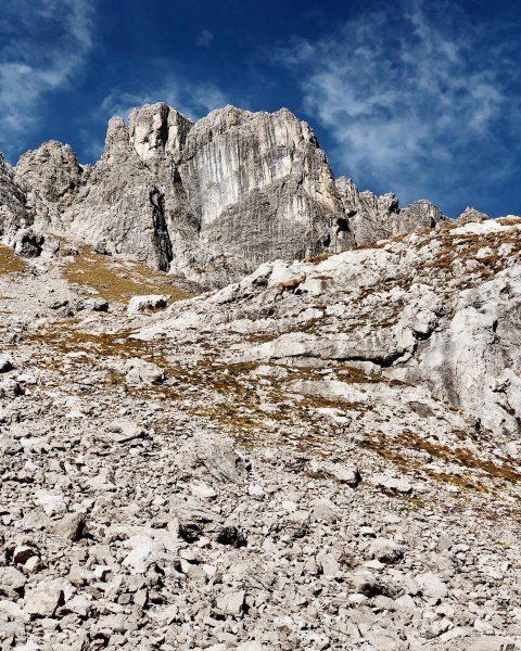 Can you spot the ibex? 🐐🍂🏔 • #tb #autumn #indiansummer #ibex #hiking #mountains #lech #zürs #lechzuers #mylechzuers...