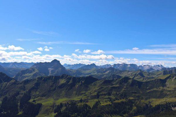 Ein wunderschönes Bergpanorama im Kleinwalsertal! Das Bild ist vom 19.08.2020! #alpen #berge #bergpanorama ...