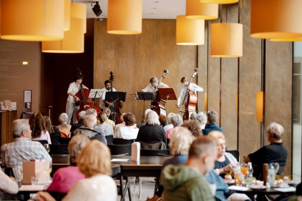 Eindrücke vom Konzert am Mittag mit der Kontrabassklasse von Fancisco Obieate des @landeskonservatorium_feldkirch. ...