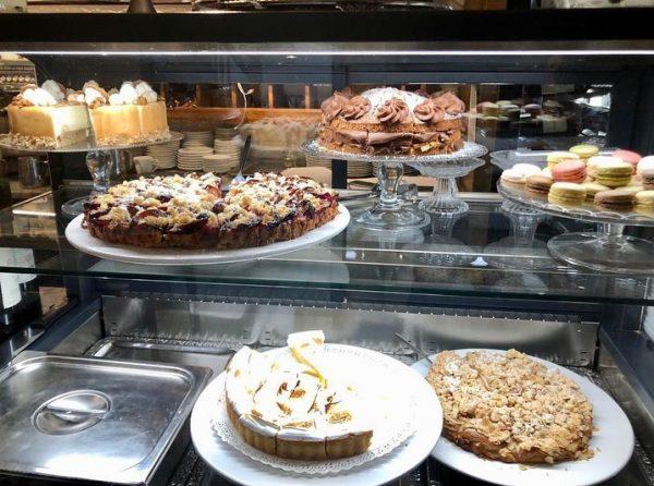 Im Duo noch verführerischer: Kaffee und Kuchen für Ihre kleine Auszeit in Petrus. ...