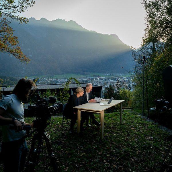 Vorarlberg - ein Generationendialog, Bettina Götz und Richard Manahl von Artec am Drehort ...