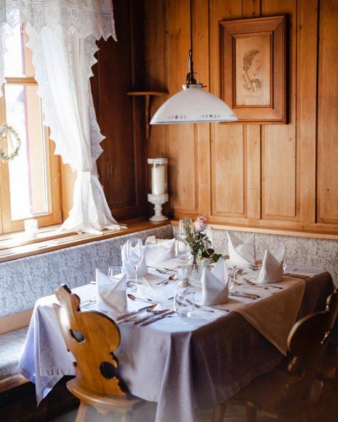 Kulinarischer Lieblingsplatz. In unserer Bauernstube schmeckt die ADLERküche doppelt so gut. #lieblingsplatz #adler_schoppernau #genuss #gutessen #auschoppernau Hotel...
