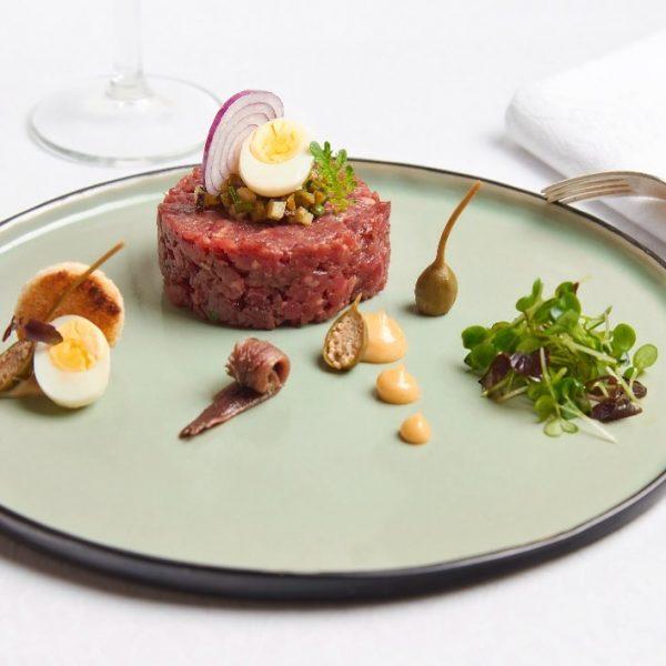 Mahlzeit 🍽 Saisonale Empfehlungen auf unserer Karte: Kürbis-Kokoscreme-Suppe, Entenbrust, Raviolacci gefüllt mit Steinpilzen ...
