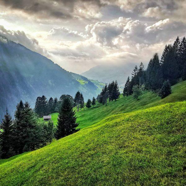 #raggal #raggalmarul #bergdorf #dorf #berge #mountain #mountains #mountain_love #mountainview #wolken #gipfelblick #großeswalsertal #clouds ...