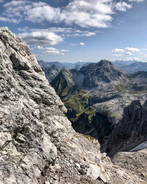 Urlaubserinnerungen: Diesen grandiosen Blick auf die Mohnenfluh und die dahinterliegenden Lechtaler Alpen hat man beim Aufstieg zur...