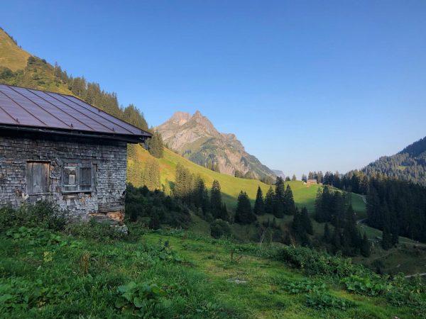 Urlaubserinnerungen: Die Hochkünzelspitze in der Morgensonne Holiday memories: The Hochkünzelspitze in the morning ...