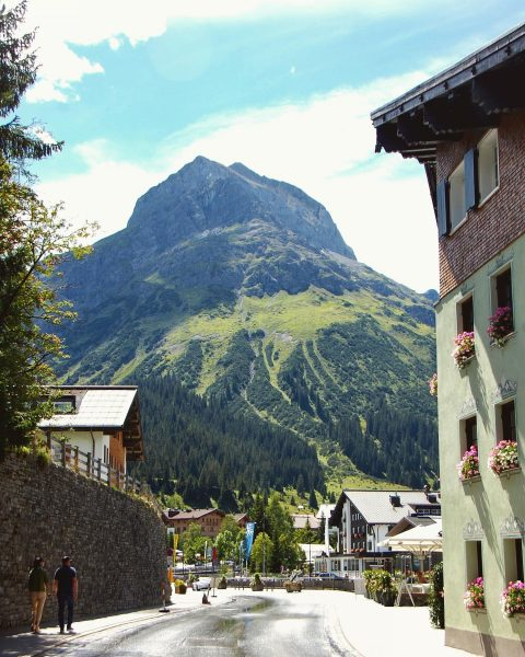 🔸The next town after Zürs on the Arlberg roundtrip is Lech, a very ...
