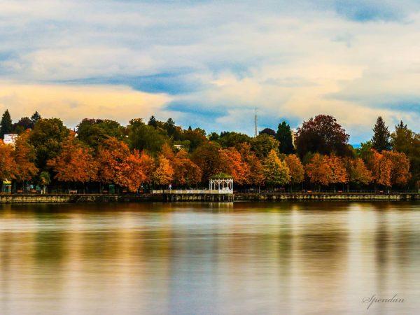Sonntag's am See.😊😊😊 . . . #autumnweather #amazing #instaautumn #bregenz #photooftheday #seasons #herbst #fallweather #fall #beautiful #instafall...