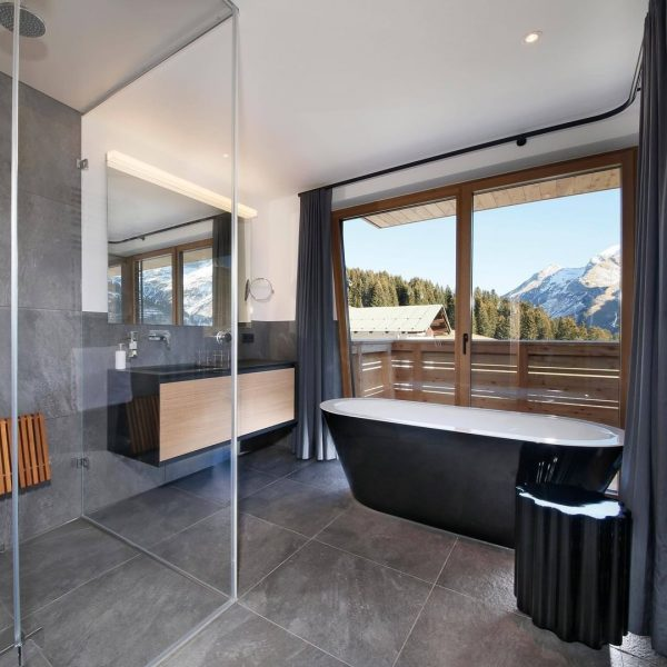 Relax and watch the mountains from your bathtub 🗻🛁 📲 info@hohewelt.com . . ...