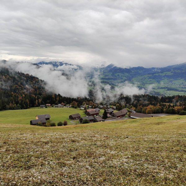 #dornbirn #vorarlberg #wandern #bödele #lustenauerhütte #see #kirche #berge #alpen #herbst #nebel #wolken #hütte