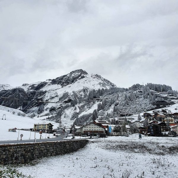 Yes, it's cold out there! 🥰☃️ Say hello to @stuben_am_arlberg 🤗 . . #snow #cantwait2ski #ski #skiing...