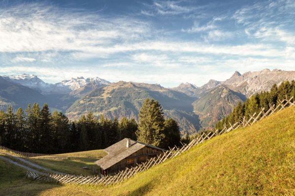 Eins ist sicher: Die Maisäßlandschaft am Bartholomäberg hat zu jeder Jahreszeit seinen ganz ...