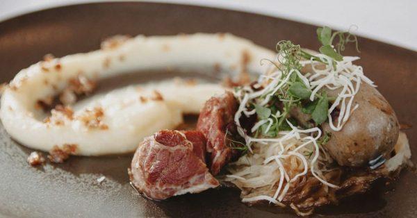 #rustikal #Leberwurst und geräucherte #Schweinebacke an Sauerkraut und Kartoffeln Gerne nehmen wir auch ...