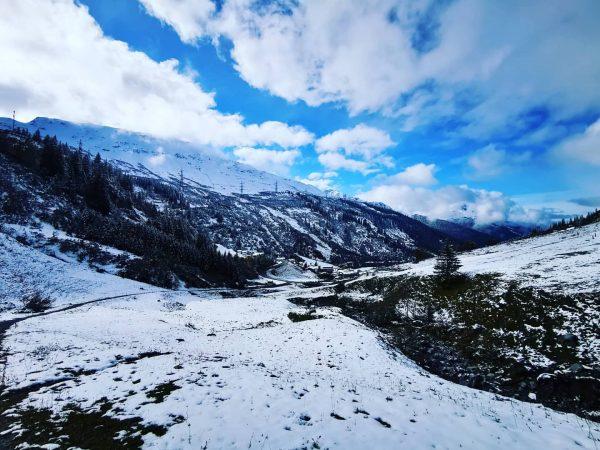 Wolken vs Sonne... Wer wohl heute gewinnt? ❄️🥶 #stuben #arlberg #albona #venividivorarlberg #visitvorarlberg #herbst #schneeisschee #lechzuers #stantonamarlberg...