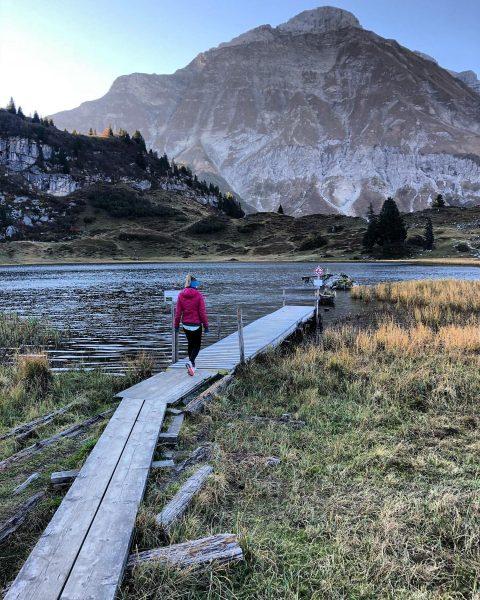 Autumn love 🍂 . . . . #home #visitvorarlberg #visitaustria #earlybird #mountainlake #körbersee ...