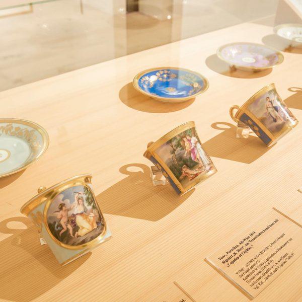 Verrückt nach Angelika! Edelstes Porzellan mit Motiven nach Werken von Angelika Kauffmann aus unserer Sammlung. #angelikakauffmann #heimatmuseumschwarzenberg...