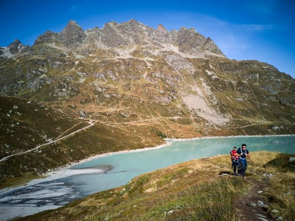 ⛰️ #Silvretta Stausee just before the snow ⛰️ 🏔️ That weekend we had visitors from home (@michofi...