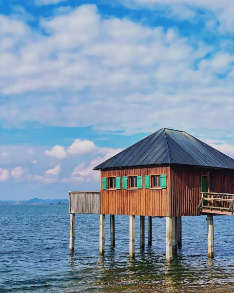#austria #österreich #bodensee #seightseeing #tourist #vacation #travelblogger #sea #nature #naturephotography #networkmarketing #affiliatemarketing #marketing #affiliate #networking #skycolors #houses...