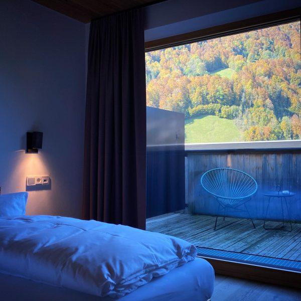 Aufwachen im Hotel Bären in @mellau.bregenzerwald - Sonnenverwöhnte Tage warten darauf ausgekostet zu ...